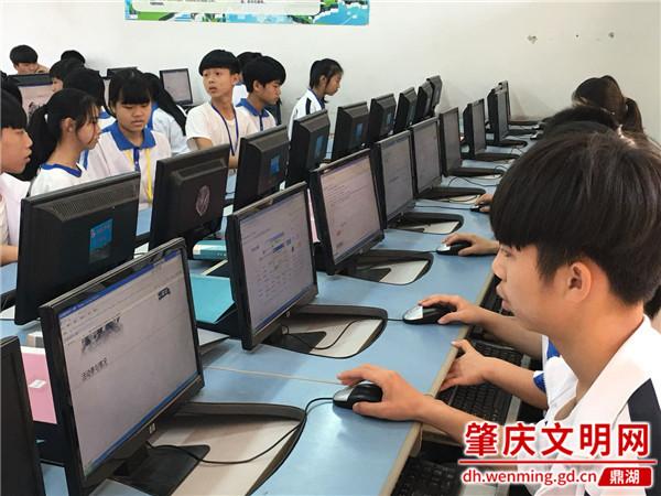 凤凰学校开展网上祭英烈活动