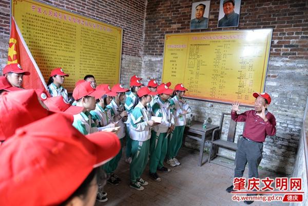 凤村镇中心校师生参观革命根据地——清任书屋13.jpg