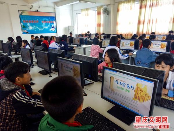 """官圩中心小学举行""""我们的节日--清明祭英烈""""活动"""