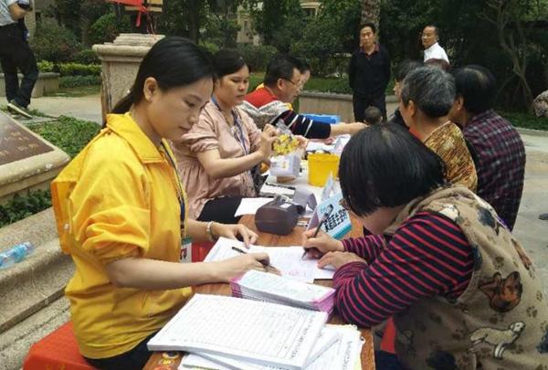 黄岗街道开展健康教育进社区公益活动