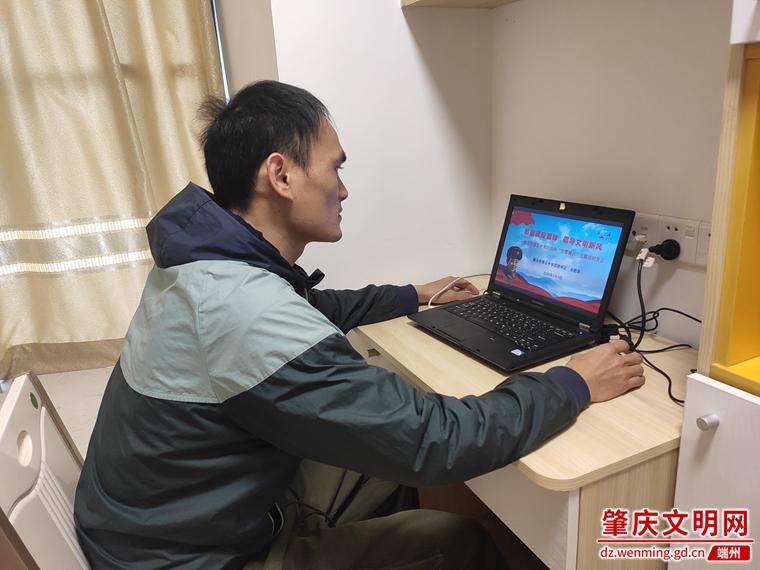 肇庆市第五中学:弘扬雷锋精神 倡导文明新风