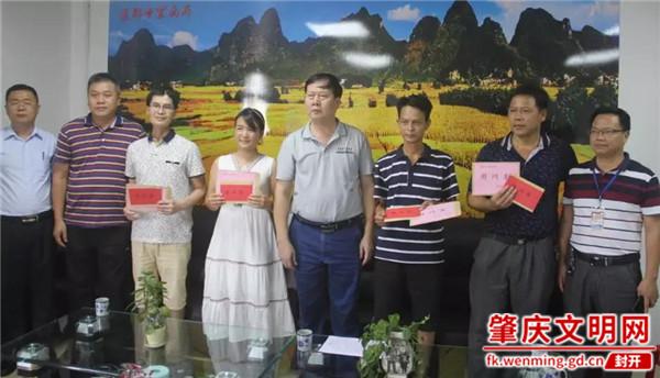 县政协主席伍于广率队走访慰问莲都两所学校