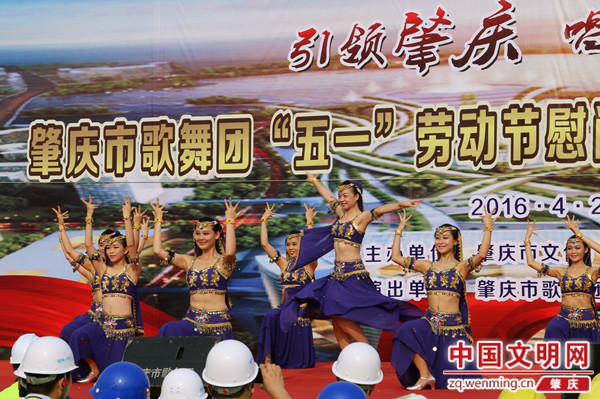 萨克斯独奏《我爱你中国》演奏者:黄来元   女声独唱《万水千山总是