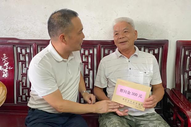肇庆市生态环境局走访慰问退役军人